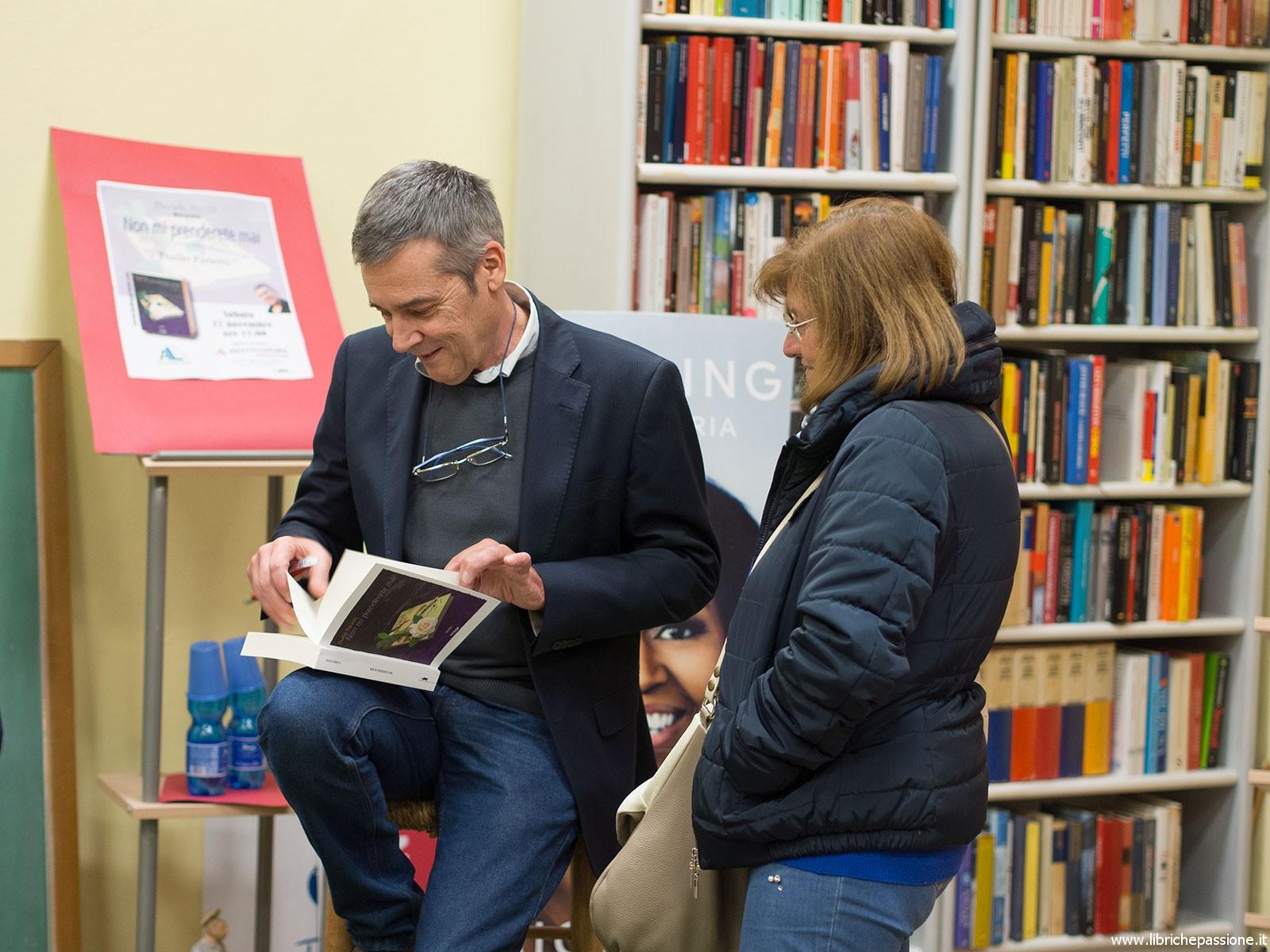 """Mondadori Bookstore di Luino. Presentazione del romanzo di Duilio Parietti. """" Non mi prenderete mai"""". Gallery."""