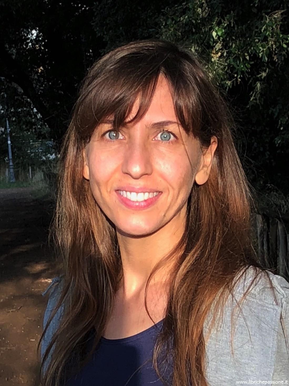 """Intervista alla scrittrice Maria Francesca Venturo """"Sperando che il mondo mi chiami"""""""