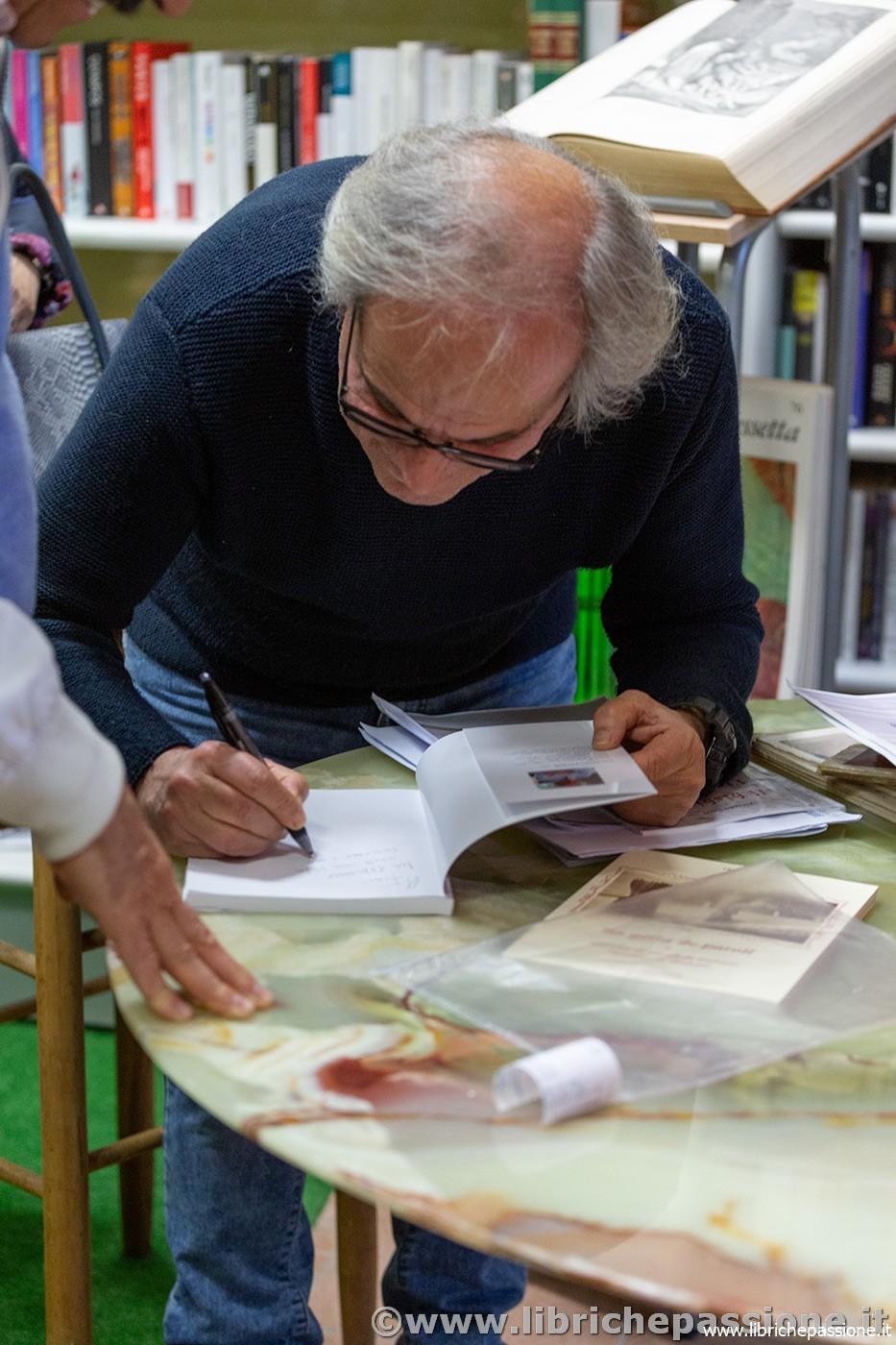 """Incontro con lo scrittore e poeta Alfredo Salvi autore del libro """"Il bisbiglio dei fiori recisi"""""""