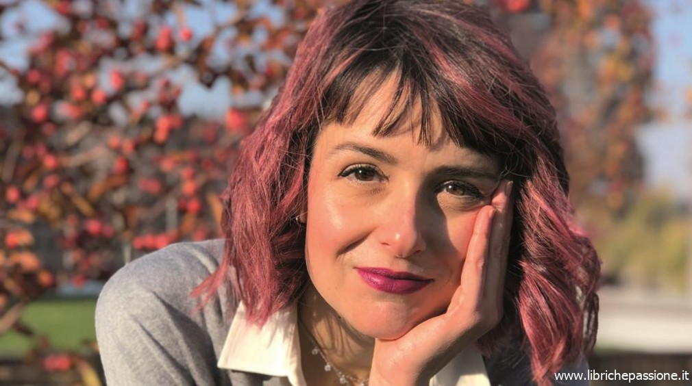 """""""Due chiacchiere con lo scrittore"""" con Carolina Capria autrice del romanzo """"La circonferenza di una nuvola"""" edito HarperCollins"""