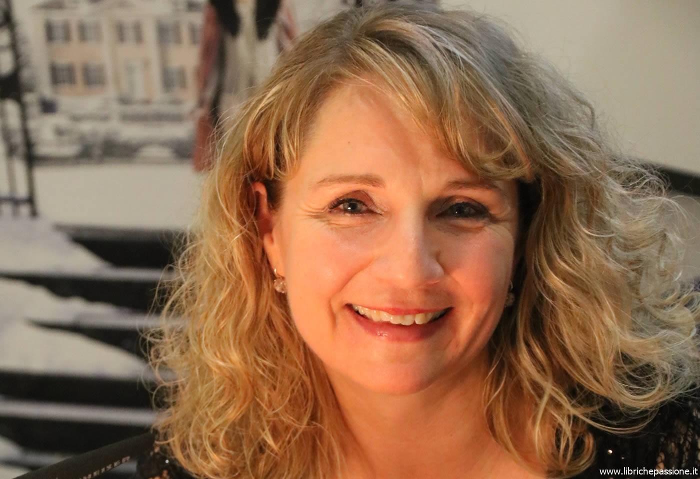 """A """"Due chiacchiere con lo scrittore"""" con Maria Nikolai autrice del romanzo """"La Villa del mercante di cioccolato"""" edito da Newton Compton Editori"""