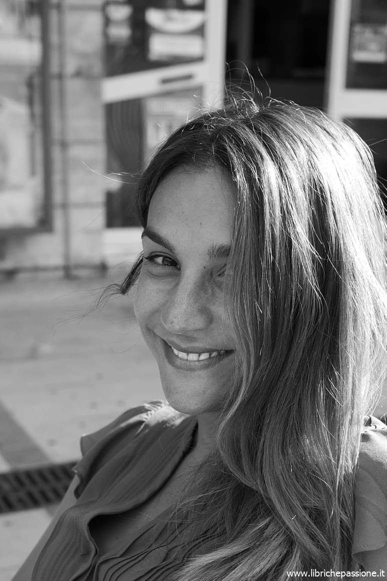 """A """"Due chiacchiere con lo scrittore"""" con  Viola Ardone, autrice del romanzo """"Il treno dei bambini"""" edito da Einaudi editore"""