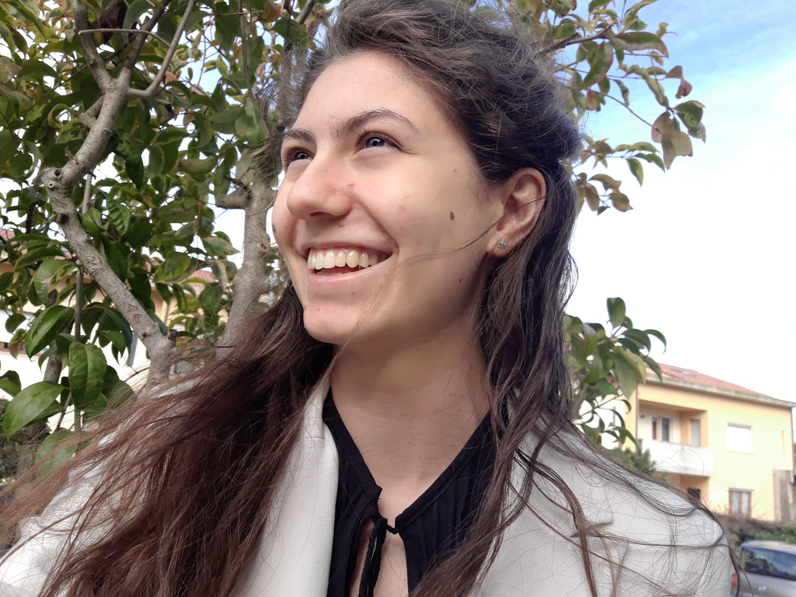 """""""Due chiacchiere con lo scrittore"""" con Emma Grilli autrice del libro di poesie """"Singhiozzi"""" edito da Pegasus Edition"""