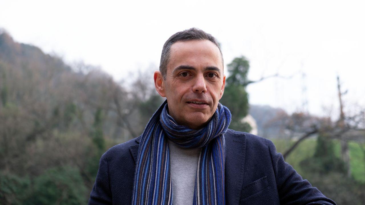"""""""Due chiacchiere con lo scrittore"""" con Franco Casadidio autore del romanzo """"Il volo del canarino"""" edito da Morphema editrice"""