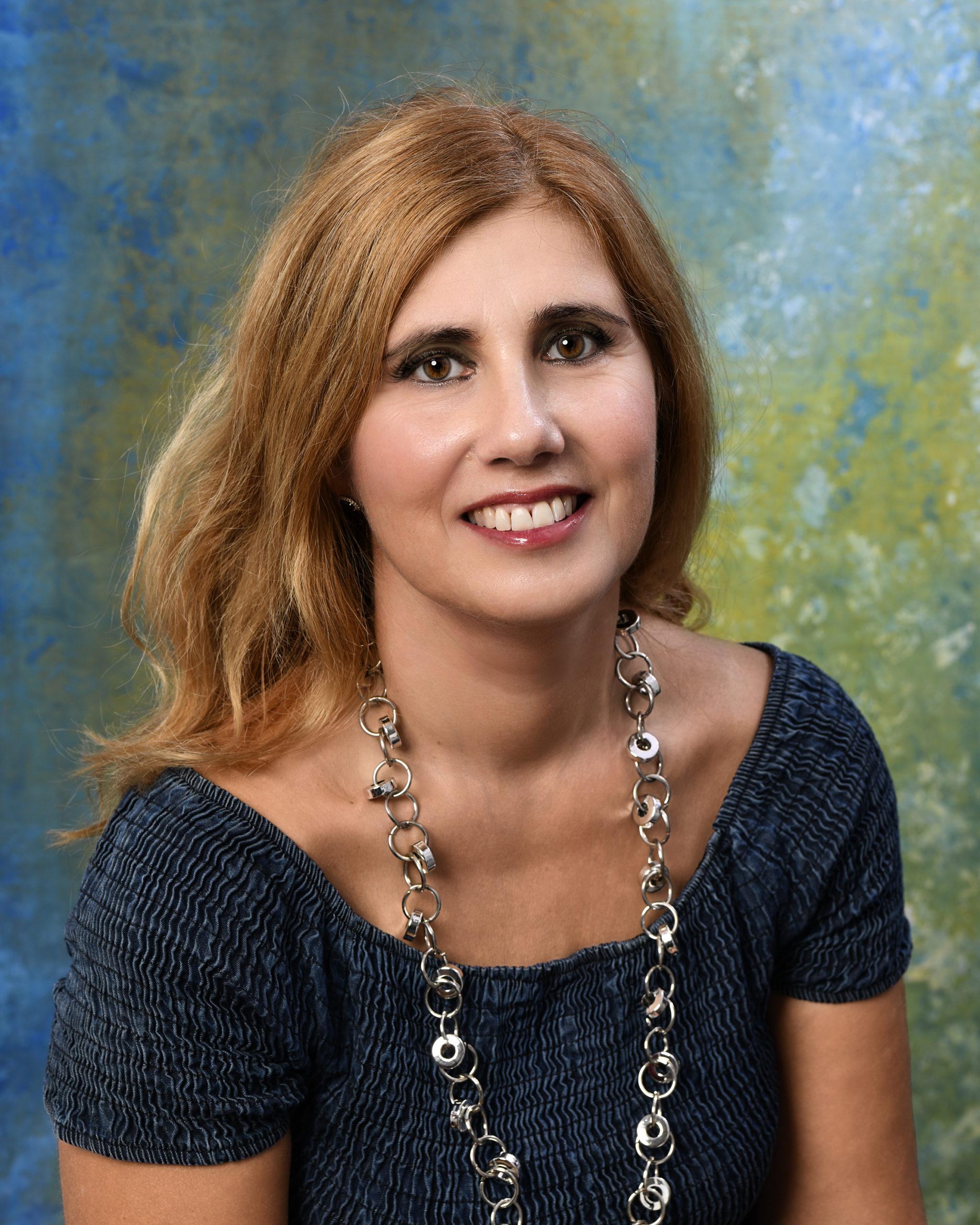 """Ospite a """"Due chiacchiere con lo scrittore"""" Maria Enea autrice del romanzo """"Porcellana""""edito da 0111 edizioni."""