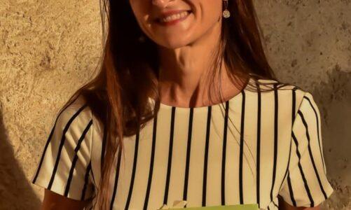 """A """"Due chiacchiere con lo scrittore"""" Elena Pigozzi autrice del romanzo """" L' ultima ricamatrice"""" edito da Piemme"""